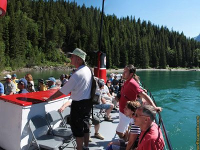 attractions/waterton-lakeshore-cruise/waterton-tour-boat-7.jpg