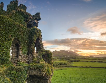Sunrise at Ballycarbery Castle